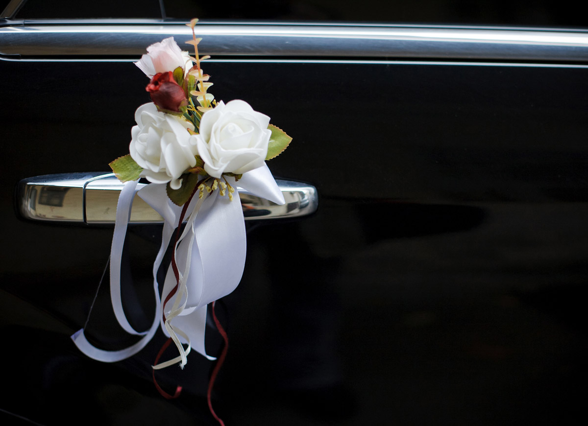 Elegant Floral Touches to our Wedding Car Fleet